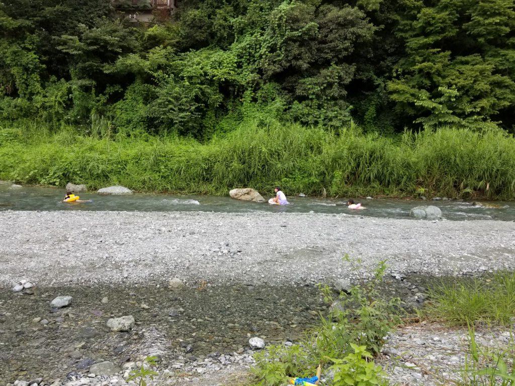 中津川の川遊び